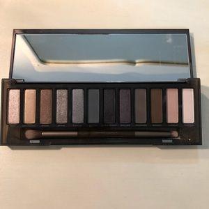 UD Naked Smokey Eyeshadow Palette